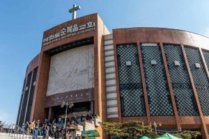 why-the-worlds-largest-church-still-worships-its-embezzling-former-leader-body-image-1464450870-size_1000